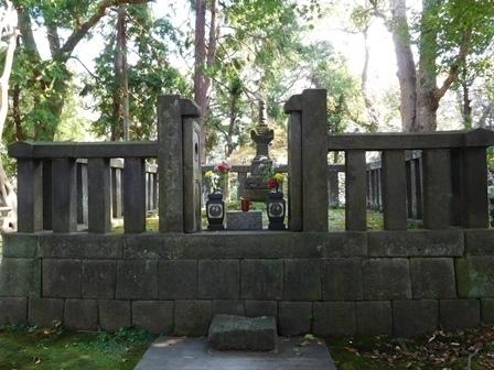 日野俊基の墓.JPG