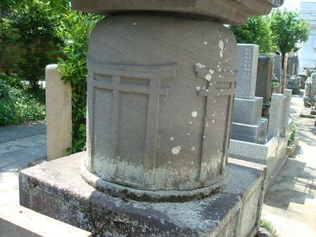 持氏供養塔鳥居.JPG